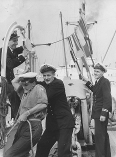 Crew dressing NEVASA © P&O Heritage Collection